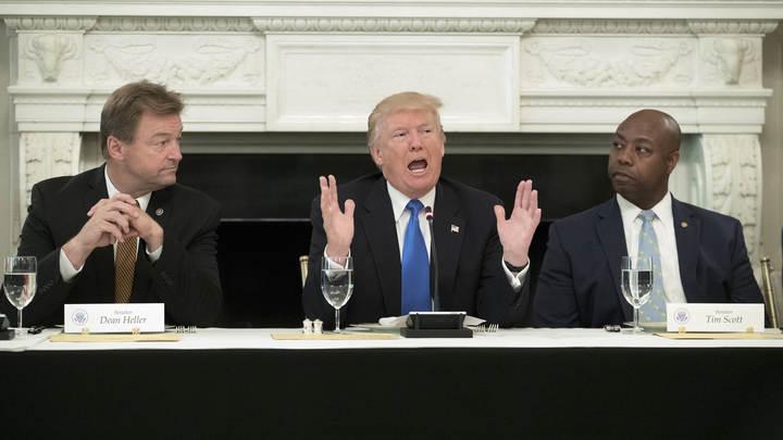 Трампу вручили на подпись санкции против России, Ирана и Северной Кореи