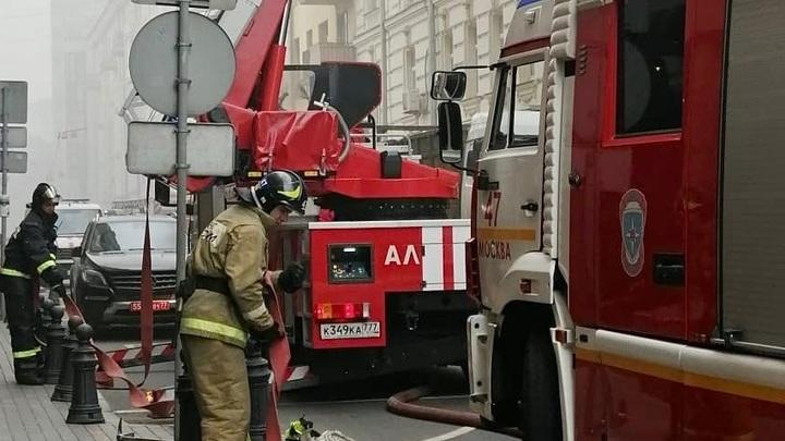 Горим, братцы, горим!: В Москве из-за пожара в коллекторе обесточили более 10 домов