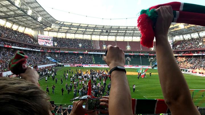 Фанзона ведёт прямую трансляцию празднования чемпионства болельщиками Локомотива