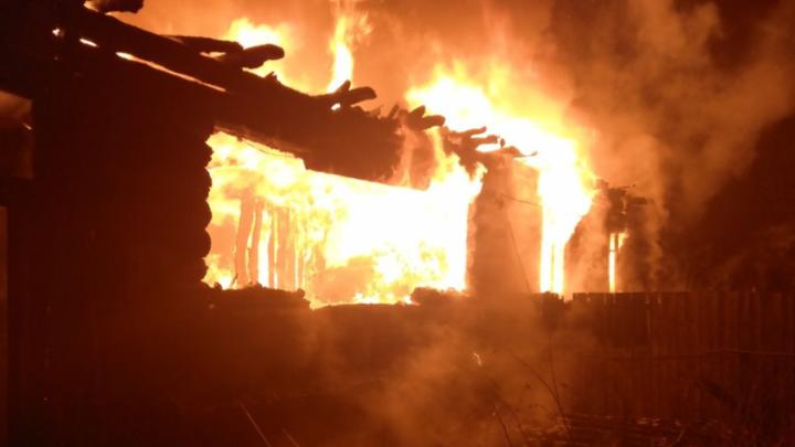 Дом на две квартиры сгорел дотла в Судогодском районе