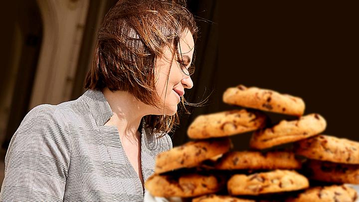 Денег нет, но вы держитесь: Байден откупился от Тихановской печеньками