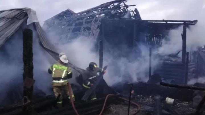 В Челябинской области при пожаре в частном секторе погибли 3 человека
