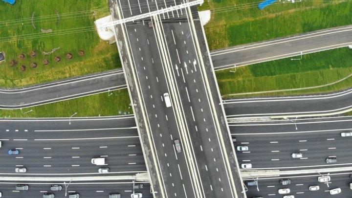 НА МКАД реконструируют четыре развязки с вылетными магистралями Подмосковья