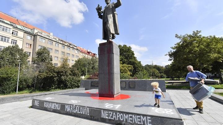Вместо извинений за осквернение памятника русскому маршалу власти Праги нахамили российским дипломатам - СМИ