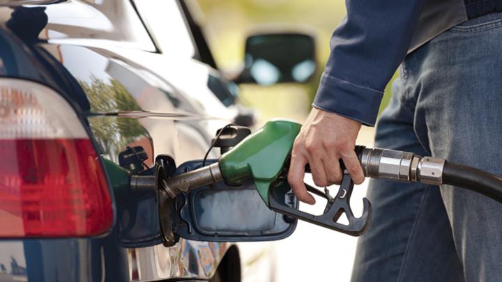 Цены на бензин в России решено заморозить. Что будет дальше?