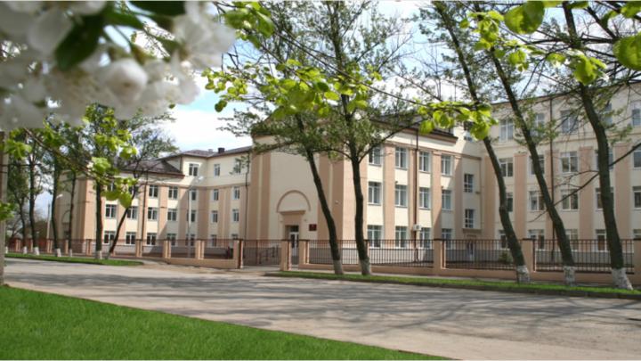ЧП в ростовской школе: Ребёнок выпал из окна четвёртого этажа