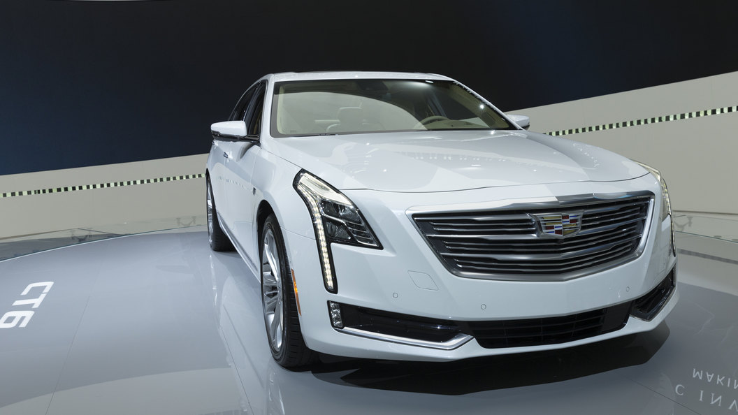Зачехленный Cadillac CT6 запечатлели на дорогах Европы