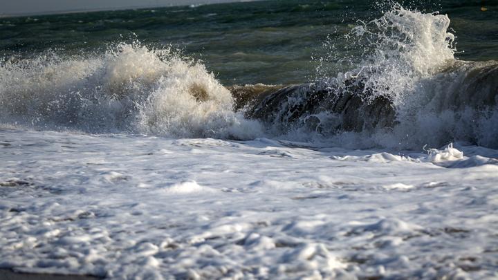 В Темрюкском районе разлился мазут в море, площадь загрязнения оценивается в 450 кв. м.