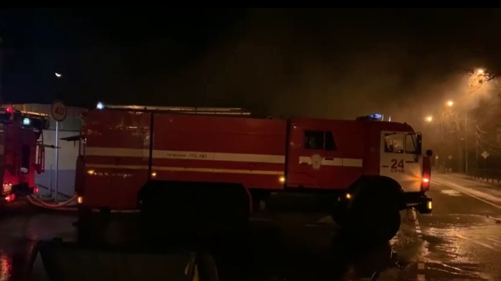 В одном из магазинов Сочи ночью произошел крупный пожар