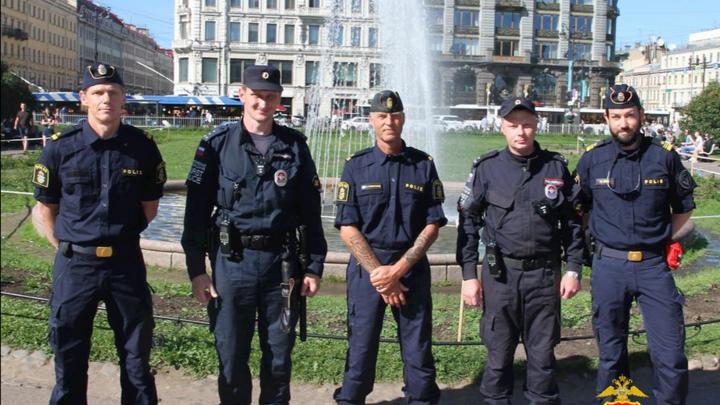 Полиция Швеции вышла на улицы Петербурга перед предстоящим матчем своей сборной на Евро-2020
