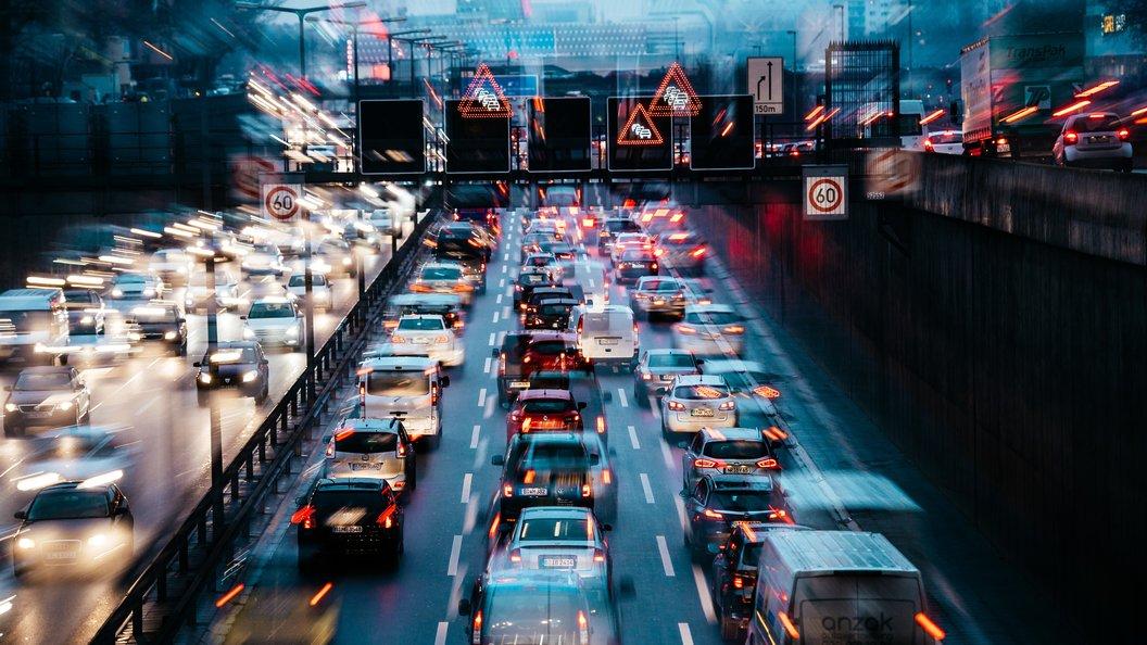В Москве образовались девятибалльные пробки из-за ливня