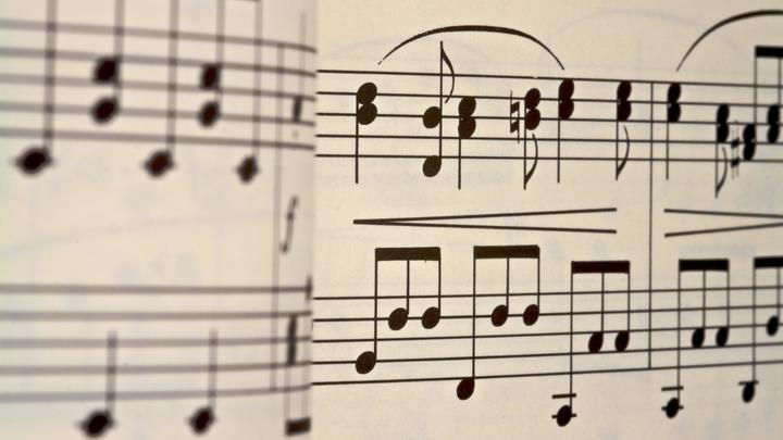 Запомни это, детка: Столичный репетитор пинал 8-летнюю пианистку и грозился пришить ее плечи к ушам