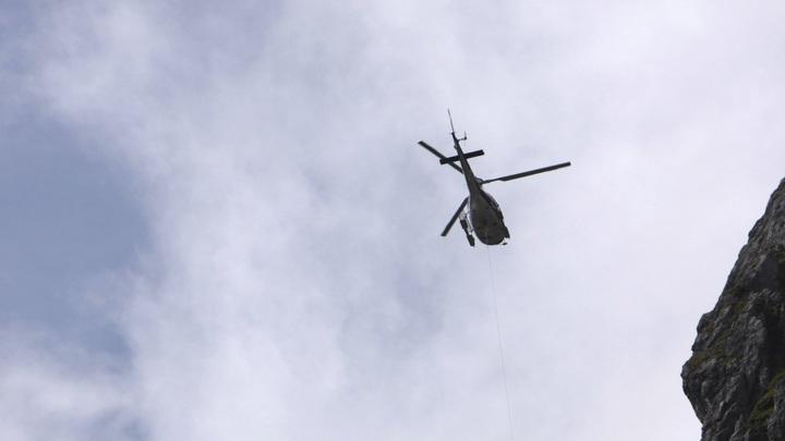 От берега в 15 метрах: Вертолет, задев ЛЭП, рухнул в реку в Вологодской области