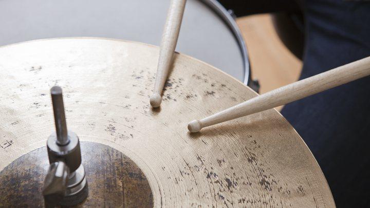 Всё дело в кончиках пальцев: Сигнал об онкологии подаст музыкальный синдром