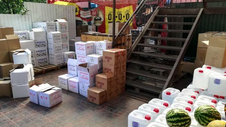 В Таганроге спецназ ФСБ штурмом взял подпольные цеха по производству суррогатного алкоголя