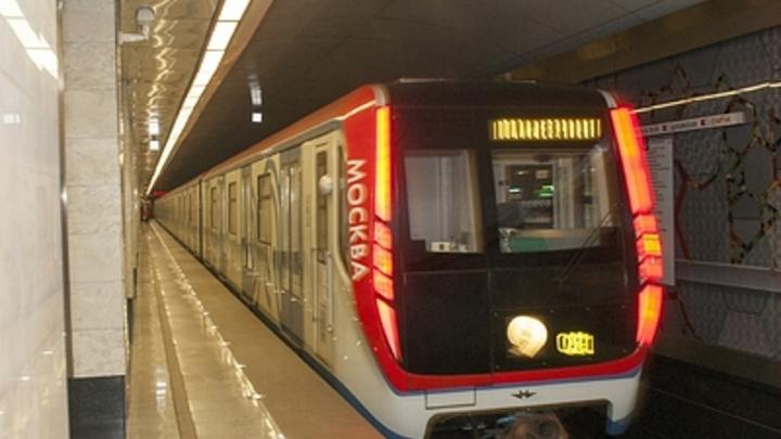 В московском метро неизвестный с молотком взял заложницу - СМИ