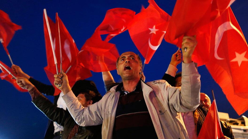 Турки протестуют против результатов референдума, Эрдоган обещает идти дальше