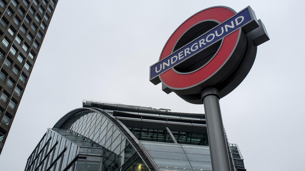 Подозрение натеракт: вметро Лондона открыли стрельбу