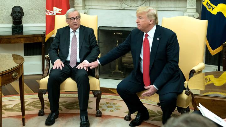 Юнкер прокомментировал поцелуй сТрампом вОвальном кабинете