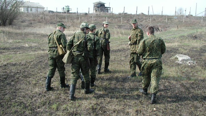 Россия стягивает войска к границе? Белорусы в надежде вернуть туристов шлют поезда