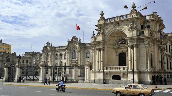 Попытка номер два: Парламент Перу снова увольняет президента страны