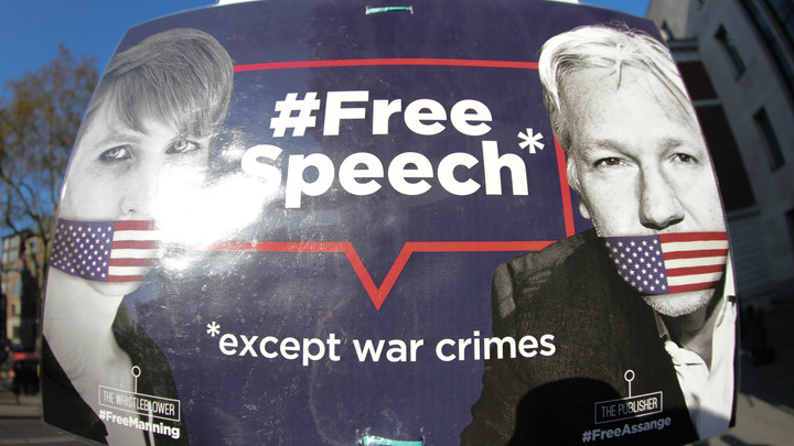 Он унизил Хиллари Клинтон: Американские СМИ без обиняков раскрыли причину ареста Ассанжа