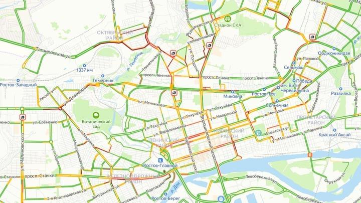 Ростов из-за дождя встал в 9-балльных пробках. Вечером ожидается повтор