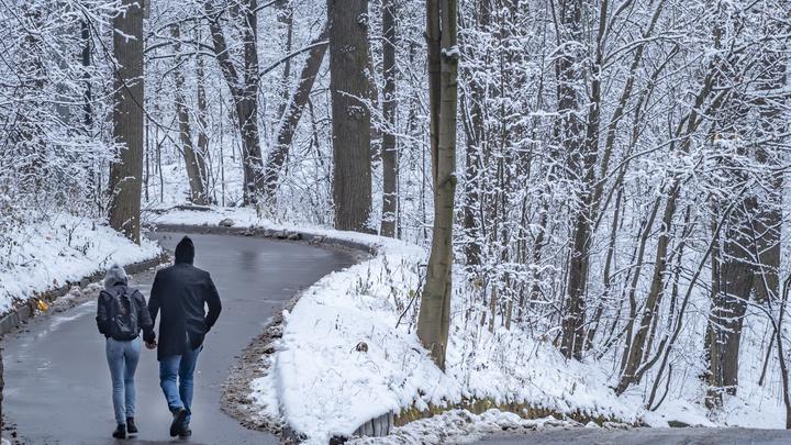 Москвичам обещали снегопады и рекордное атмосферное давление. Как будто летишь в шахту