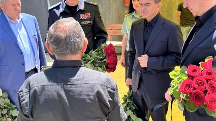 Губернатор Кубани встретился с родственниками застреленных приставов
