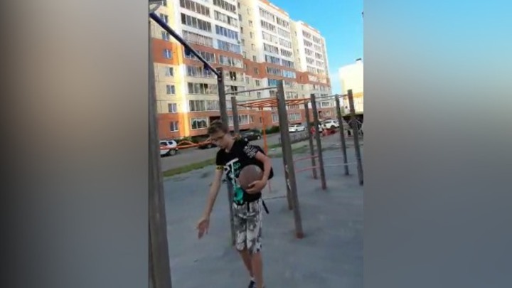 Ребенок получил травму на детской площадке в Кемерове