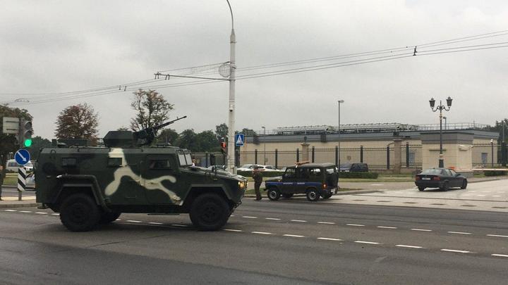 Резиденция Лукашенко взята под охрану - ОМОН ждёт митингующих. Прямая трансляция