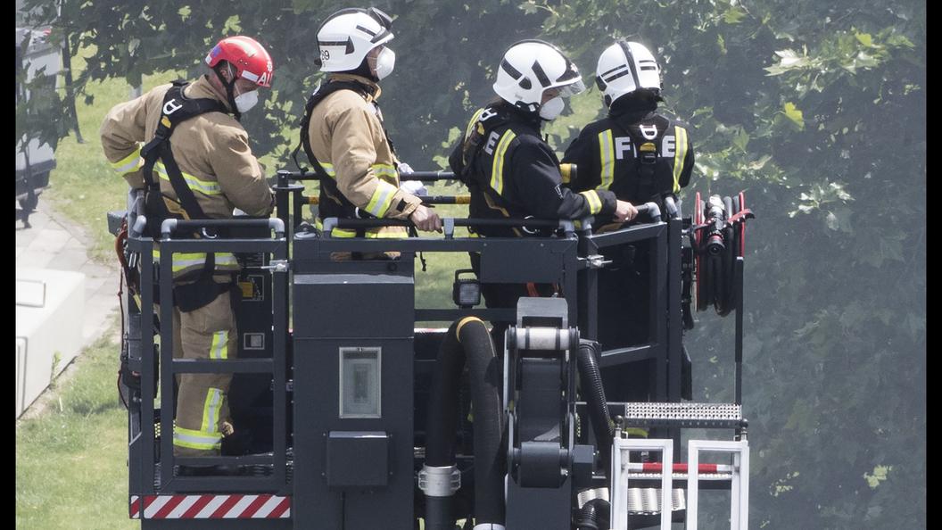В Великобритании снова пожар: горит пейнтбольный центр