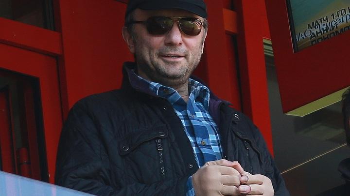 Сенатора Керимова заперли во французском обезьяннике