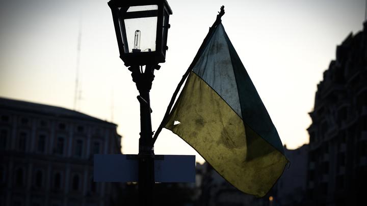 Украинский силовик на коленях просил его впустить в Россию - видео
