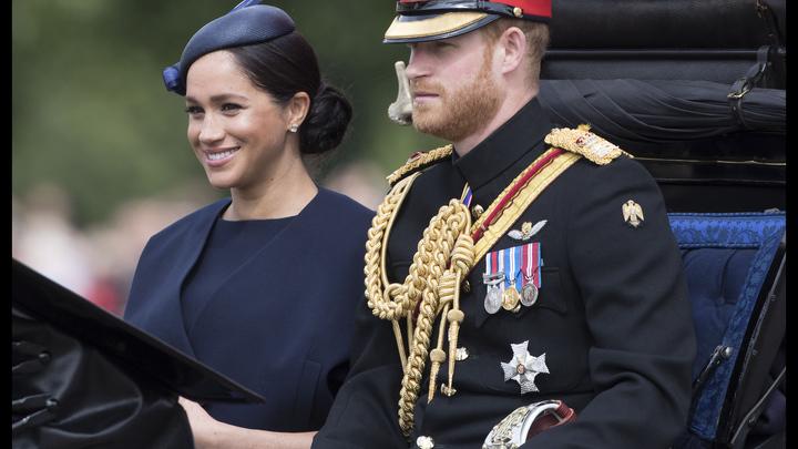 Она прекрасна: Британцы оценили первое появление на публике Меган Маркл после родов