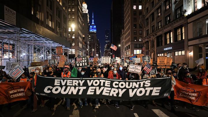 Пляски в честь сонного Джо и первые предатели: Итоги выборов президента США - прямая трансляция