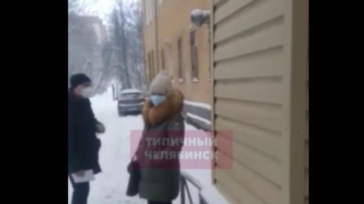 В Челябинской областибольных выгнали на улицу ждать своей очереди наКТ