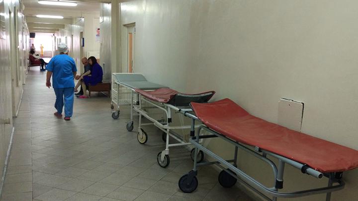 Койки в коридорах и холодные батареи: Что происходит с нашими больницами