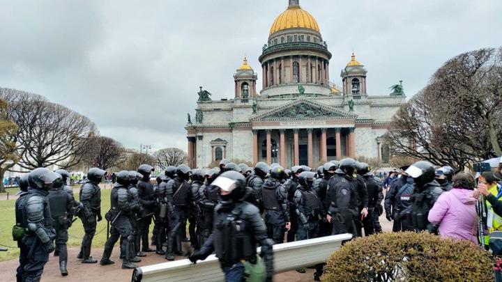 В Петербурге начали задерживать участников незаконной акции
