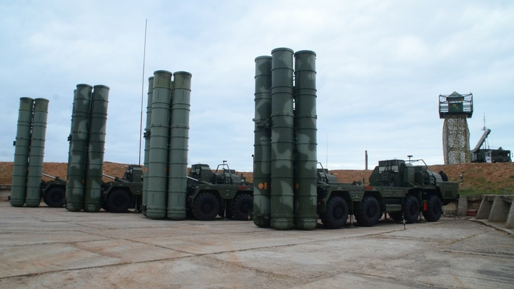 Порошенко, требующего объяснить установку С-400 в Крыму, отправили к жене