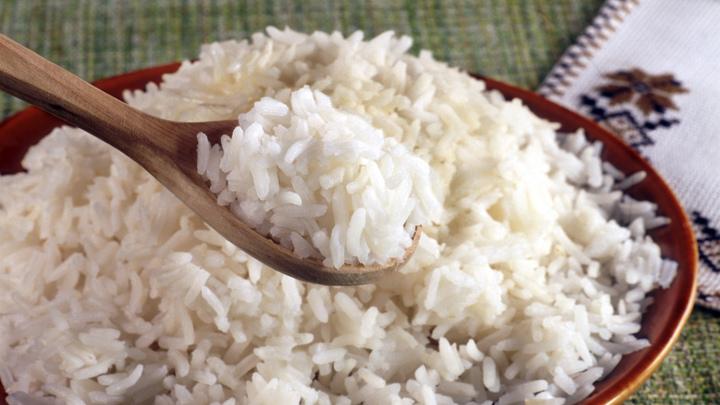 Роспотребнадзор с сомнением отнесся к видео о пластиковом рисе в магазинах России