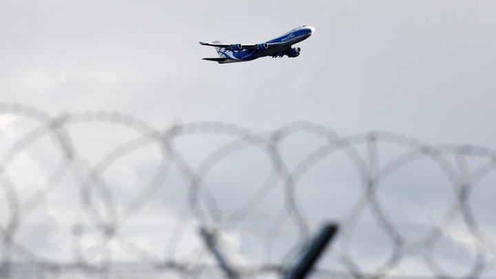 На руках тащила 12-летнего сына в самолёт: В аэропорту Магнитогорска мать вынудили пойти на крайние меры