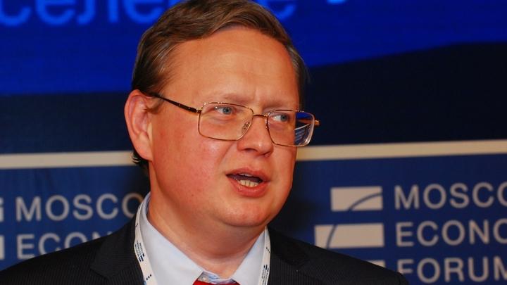Навалять бы ему по шее: Делягин возмутился медведевским спокойствием