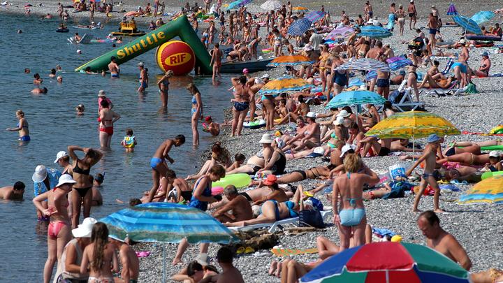 Прокуратура проверит пляж под Екатеринбургом, где неизвестные вымогают деньги за вход