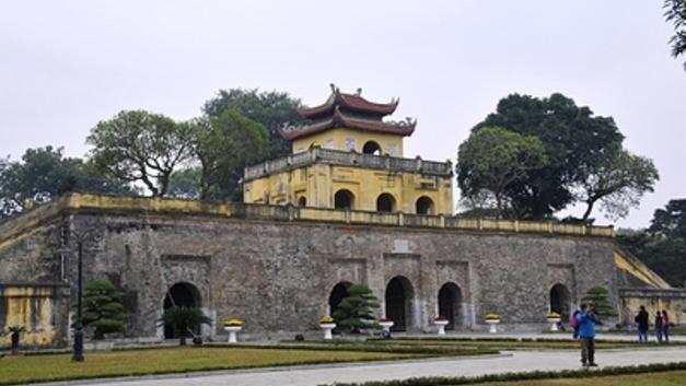 «Бессмертный полк» по-вьетнамски: Императорскую цитадель заполнили толпы марширующих