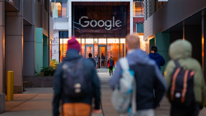 Google решил откупиться: Чиновники делят гранты главного цензора