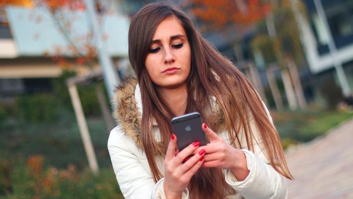 Не перенес: Мужчина заявил в полицию на возлюбленную, чтобы не читала его эсэмэски