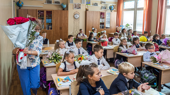 По 10 тысяч рублей на ребёнка: петербуржцы начали получать выплаты к 1 сентября