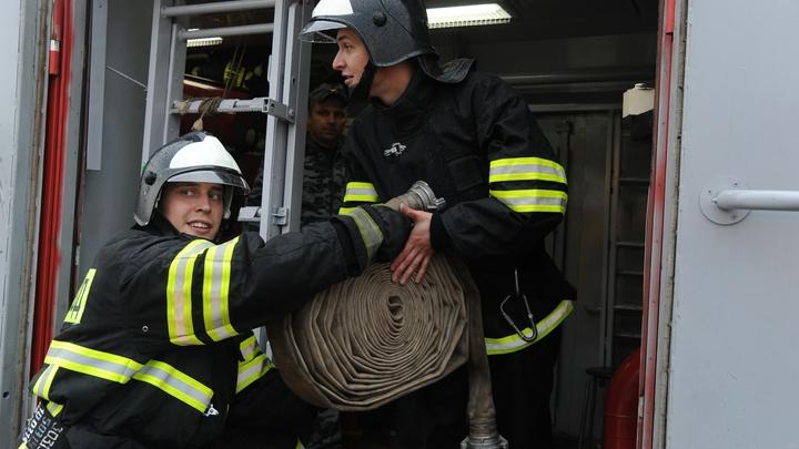 В центре Петербурга загорелся универмаг «Пассаж»: Пожару присвоен повышенный ранг сложности