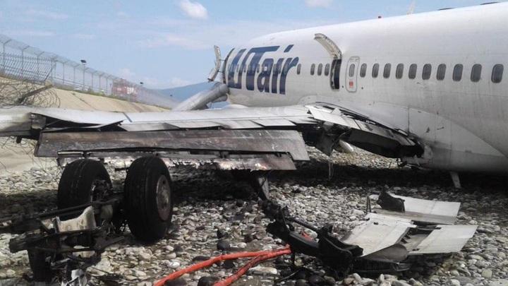 Пассажиры молились, выпрыгивали, спасая детей: эксперт рассказал о причинах «огненной» посадки самолета в Сочи